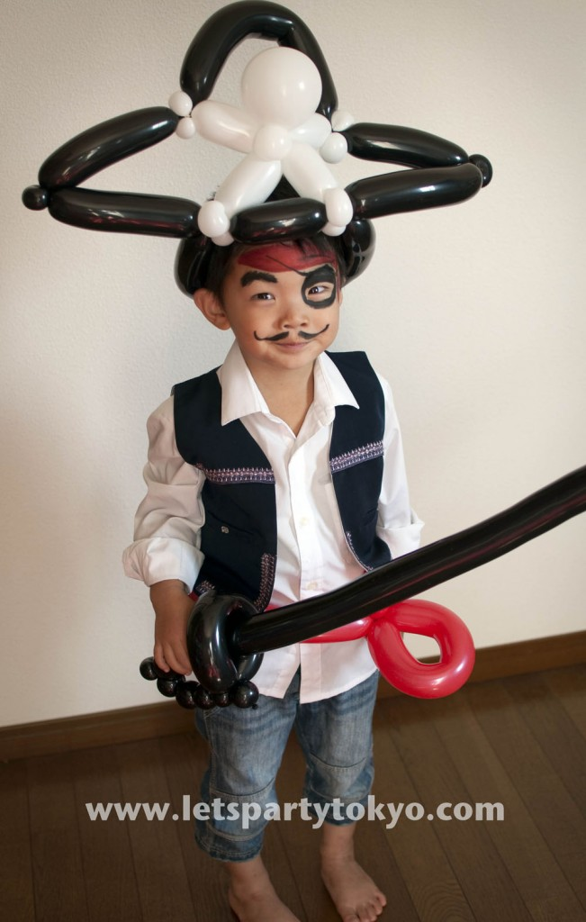 A pirate hat, sword and belt made out of balloons is almost all you need to look like a sea dog